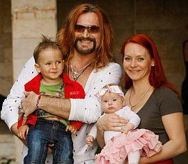 Родители Анисиной умоляют Джигурду не позорить их дочь