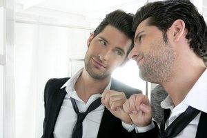 Людям нравятся нарциссы и манипуляторы. Самовлюбленный парень нарцисс