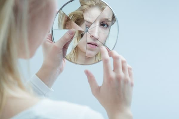 Чего нельзя делать перед зеркалом