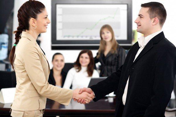 Что нужно сделать чтобы расположить к себе коллег на новой работе