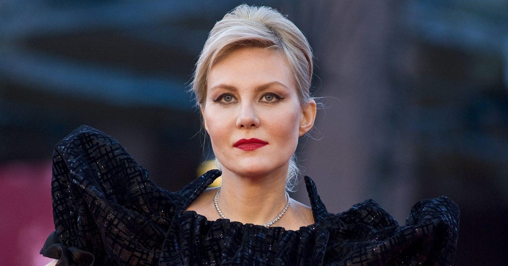 Рената Литвинова показала платье в пол