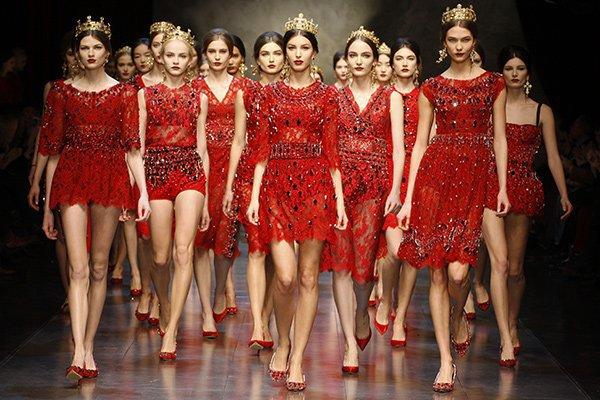 Магия красного цвета и его назначение в моде