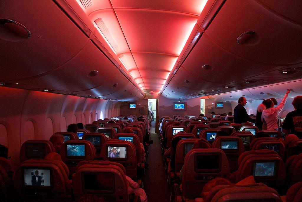 Главная опасность самолета - внутри салона