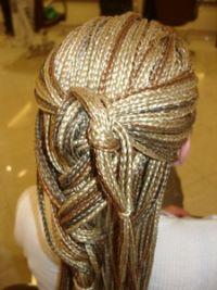 Опасны ли дреды для волос?. Африканские косички плетутся по всей голове в течении нескольких часов, все зависит от густоты ваших собственных волос. Известны случаи, когда процедура плетения занимала более 10 часов!