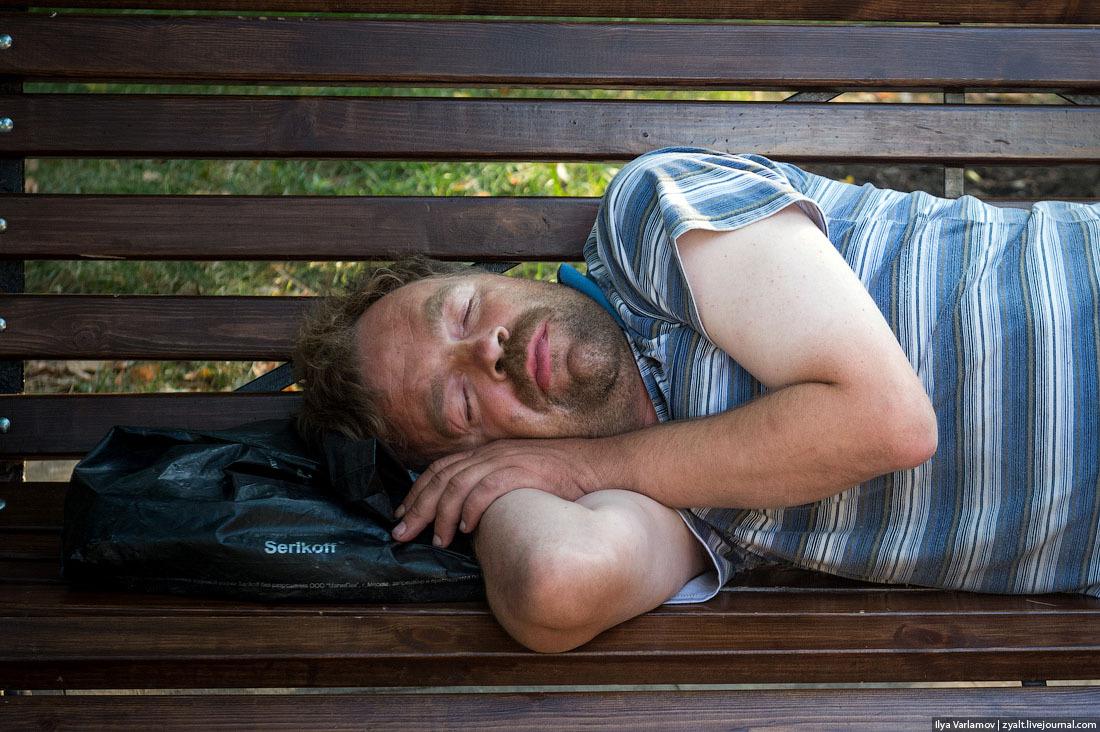 Русские мужчины умирают от алкоголя