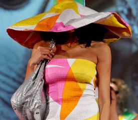 Женская сумочка: какие десять вещей обязательны?. Женская сумочка