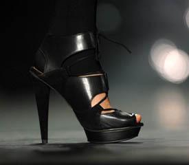 Женщина мечты - на каблуках и с улыбкой