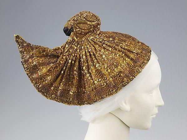 Модные головные уборы: что купить и с чем носить?