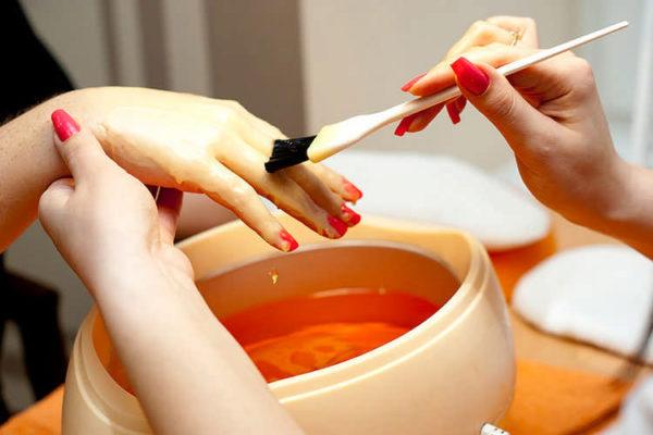 Делаем парафиновые ванны для рук правильно