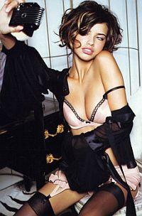 Миранда Керр. 23 года. Австралия. Прославилась как одна из самых ярких участниц на показах Victoria's Secret, кстати, она стала первой и единственной австралийкой, которая выходила на подиум на показах этого престижного брэнда.