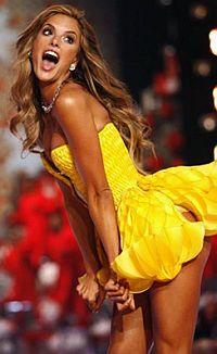 Каролина Куркова. 24 года. Чехия. Участвует в самых громких показах на Неделе мод в Париже, Лондоне, Милане. Именно Куркова демонстрировала бриллиантовый комплект нижнего белья стоимостью в 10 миллионов долларов на показе Victoria's Secret.