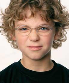 Дети считают сверстников в очках умными и честными
