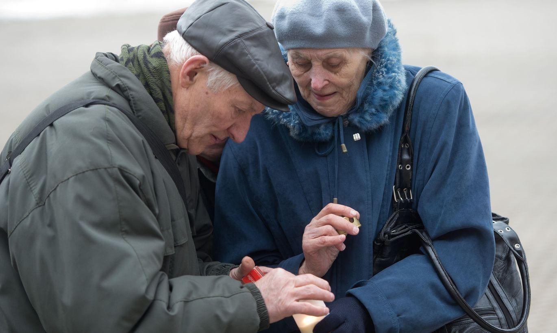 Врачи привязали пожилой женщине швабру к ноге