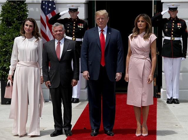 Жены влиятельных мужчин всегда в розовом