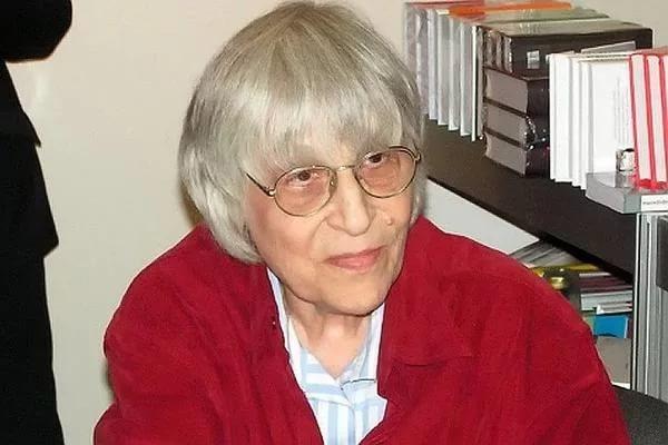 Поэтесса Юнна Мориц назвала свадьбу Собчак и Богомолова