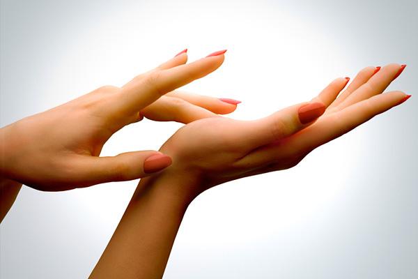 Как сохранить красоту и молодость рук