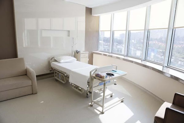 СМИ назвали стоимость лечения Заворотнюк в клинике на Рублевке