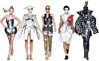 Дизайнеры создают бронированных женщин