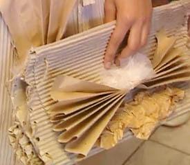 Азиатский тренд: платье из мусора