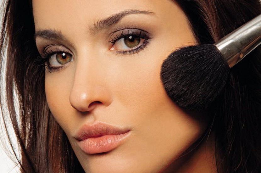 Секреты макияжа: как уменьшить нос, убрать круги под глазами и стать моложе?
