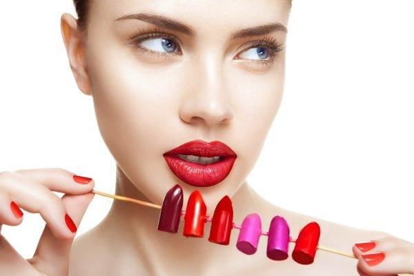 Какие оттенки помад помогут выгодно подчеркнуть губы