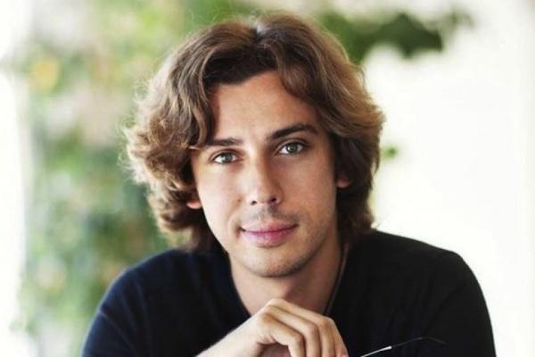 Максим Галкин читает женские романы