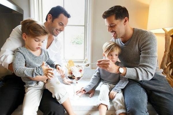 Рики Мартин с супругом завели четвертого ребенка