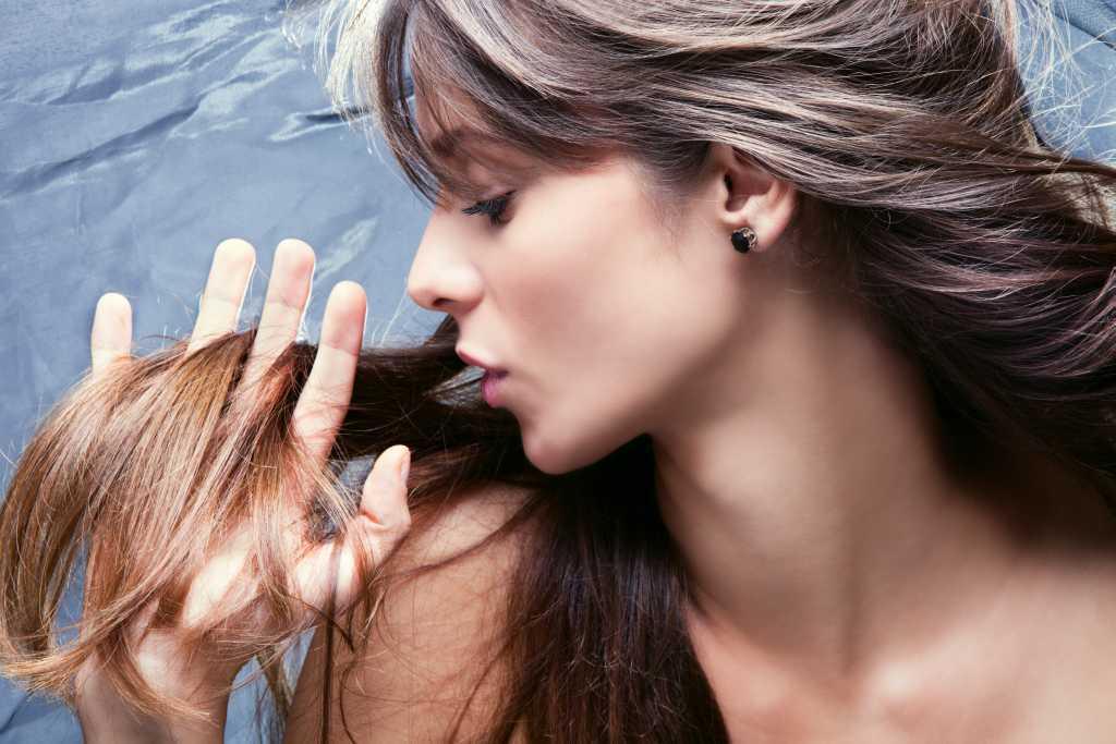«Горячие ножницы» лечат ослабленные, секущиеся волосы