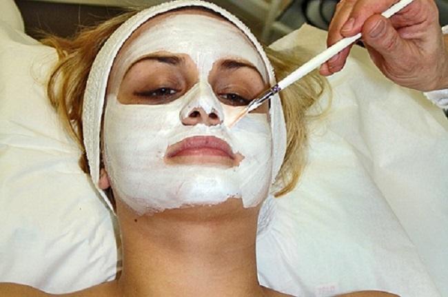 Белая глина поможет жирной коже и сальным волосам