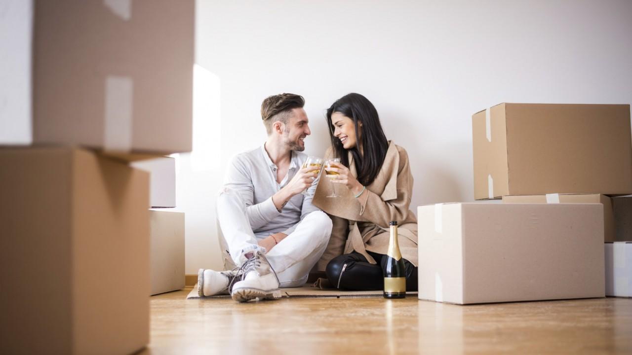 Женщины с детьми стремятся купить квартиру