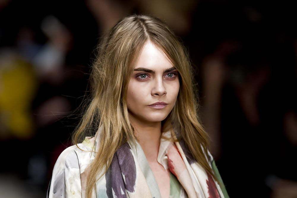 Кара Девелинь стала новым лицом помады Dior Addict