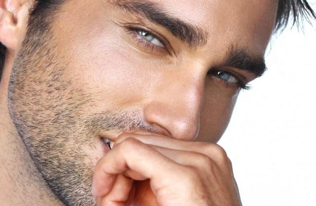 Женщины при выборе партнера оценивают его брови