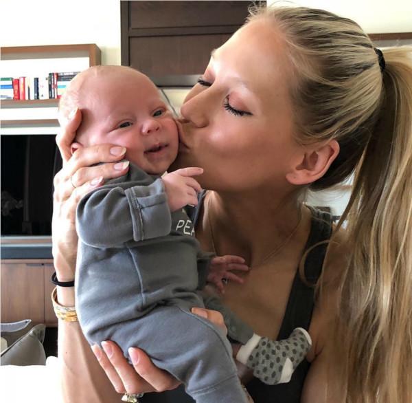 Энрике Иглесиас и Анна Курникова дали дочери русское имя