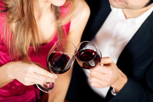 Совместное употребление спиртного укрепляет отношения – ученые