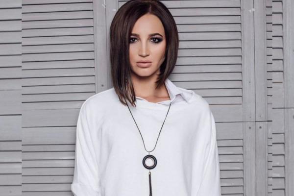 Ольга Бузова смело пригласила фанатов в свою гримерку