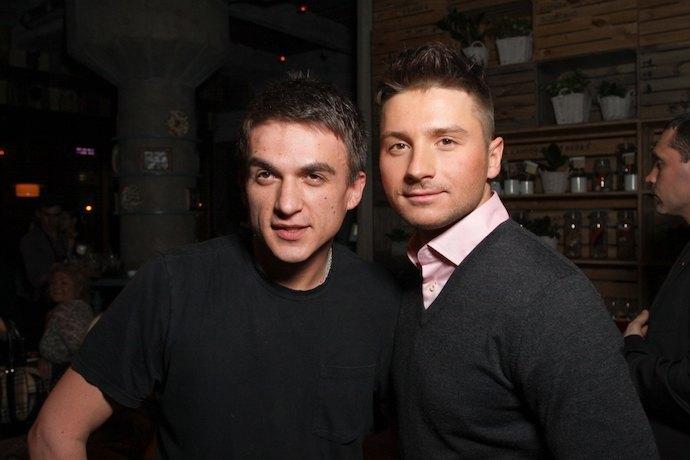 Сергей Лазарев и Влад Топалов спели дуэтом на юбилее Николаева спустя 14 лет после распада их группы