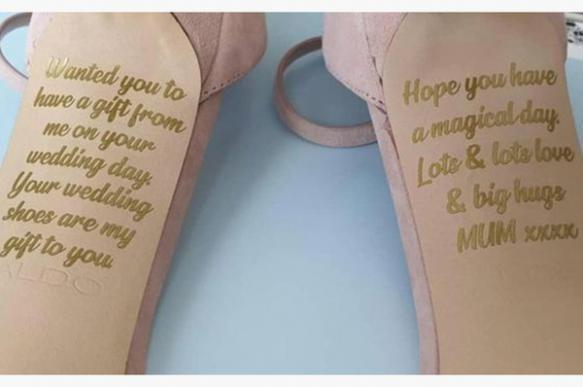 Умершая британка оставила дочери послание на туфлях