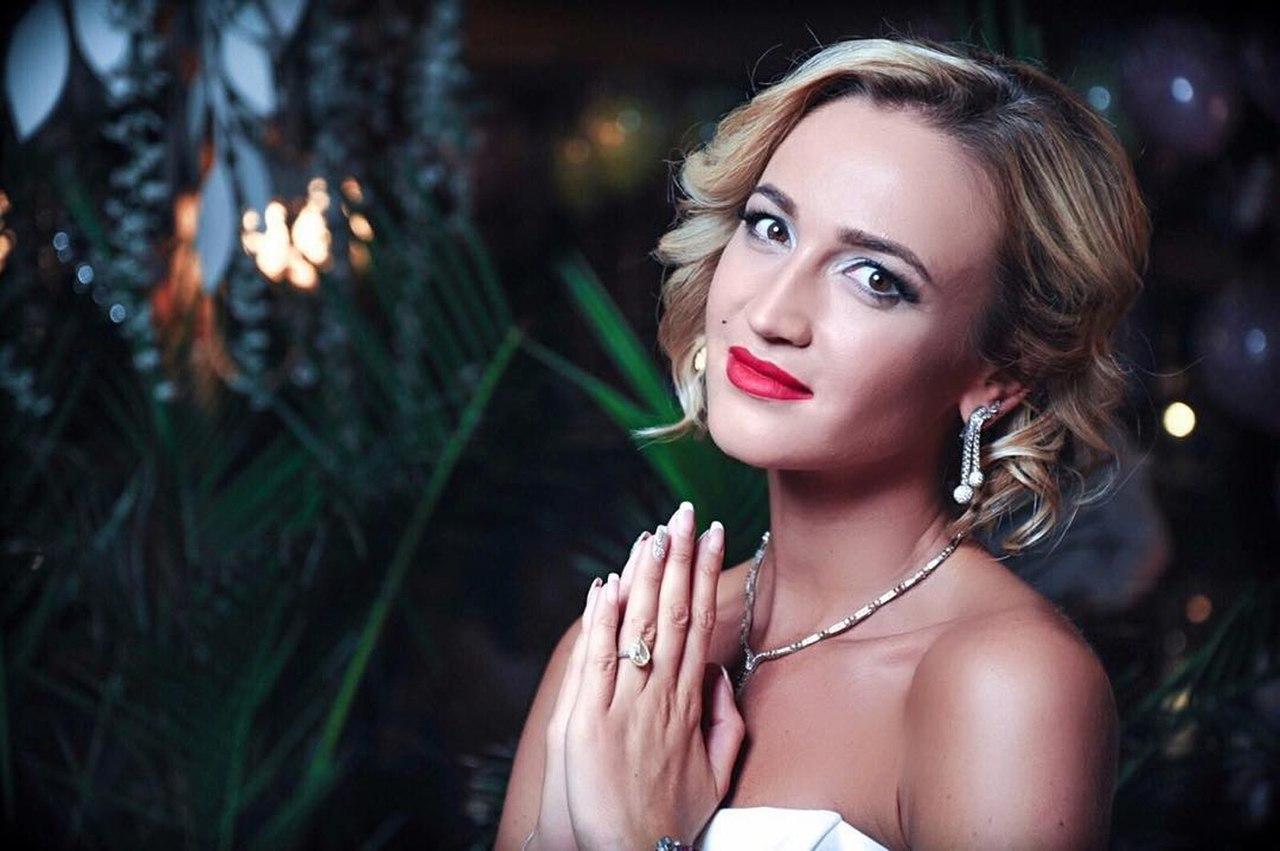 Ольга Бузова вышла в кричащем платье