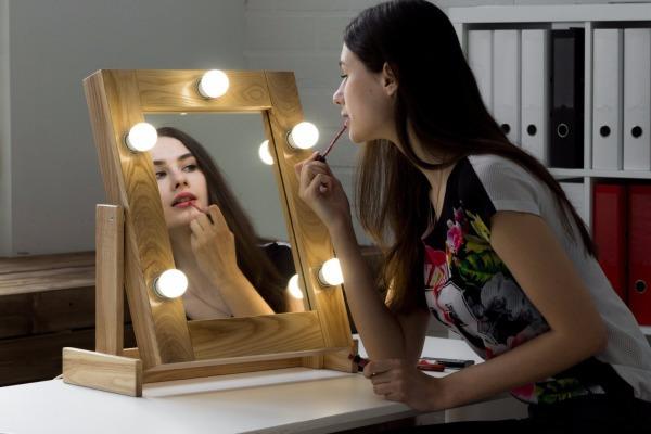 Зачем покупать гримерное зеркало домой?