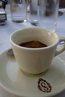 Обычаи Италии: бедным - кофе, мыши - зуб