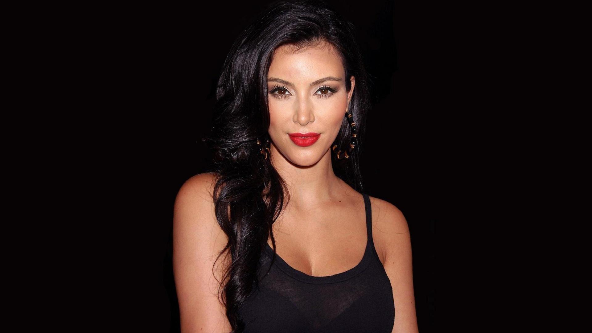 Ким Кардашян удивила поклонников без макияжа