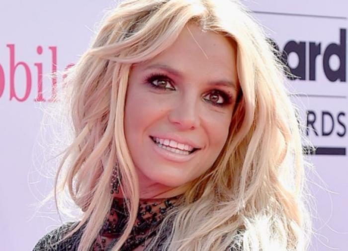 Бритни Спирс смутила подписчиков своим новым танцем в Instagram