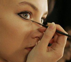 Знай меру в макияже!