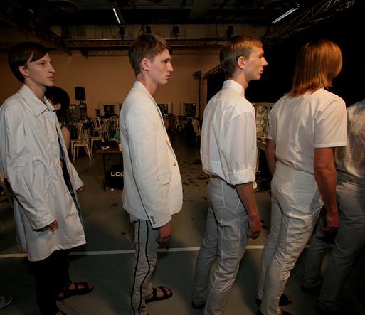 2018 год заканчивается уходом бельгийского дизайнера Рафа Симонса из Calvin Klein.