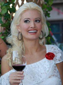 В ресторане только блондинки?
