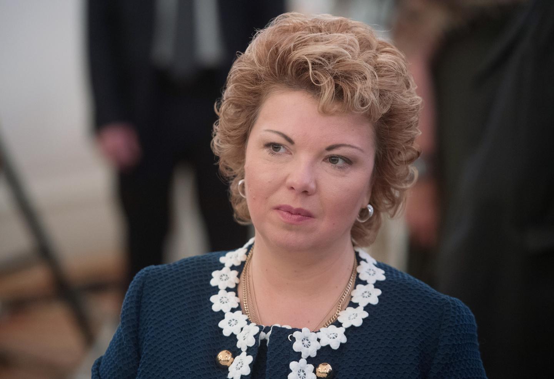 Депутат Ямпольская пришла в думу в кроссовках Valentino
