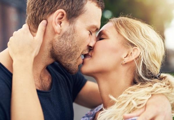 Представители этих знаков Зодиака всегда вызывают желание с ними целоваться