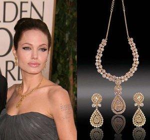 Кинозвезды отдали бриллианты бездомным