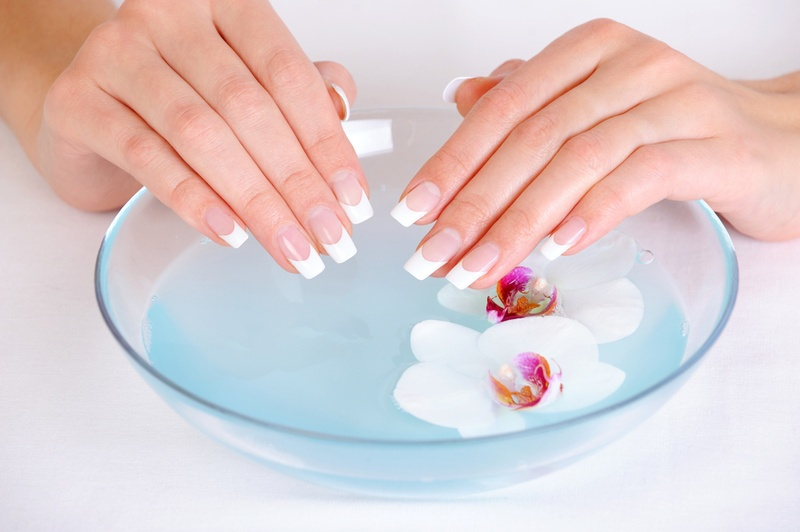 Ногти любят солевые ванночки и