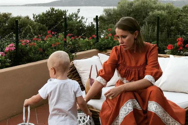 Сын Ксении Собчак Платон поздравил сестру по-английски